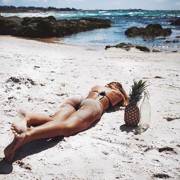 Hot Bikini Babe Pic