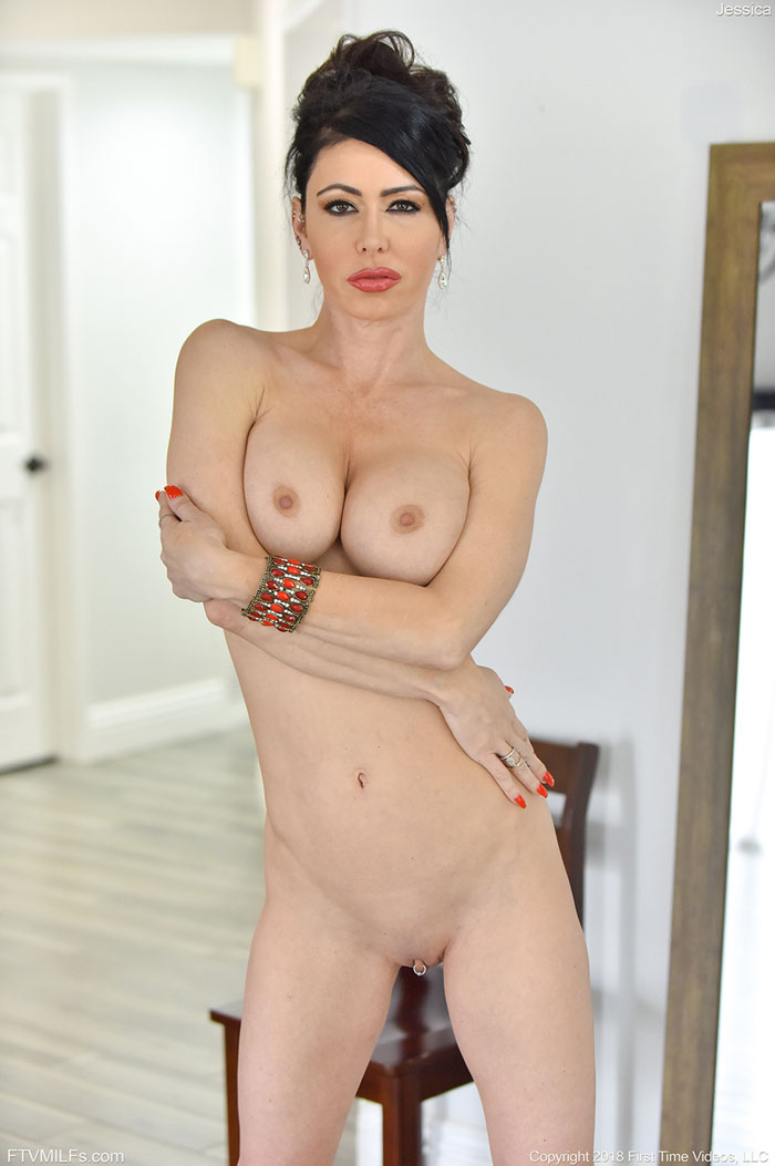 Brunette Jessica Jaymes Uncovers Big Tits