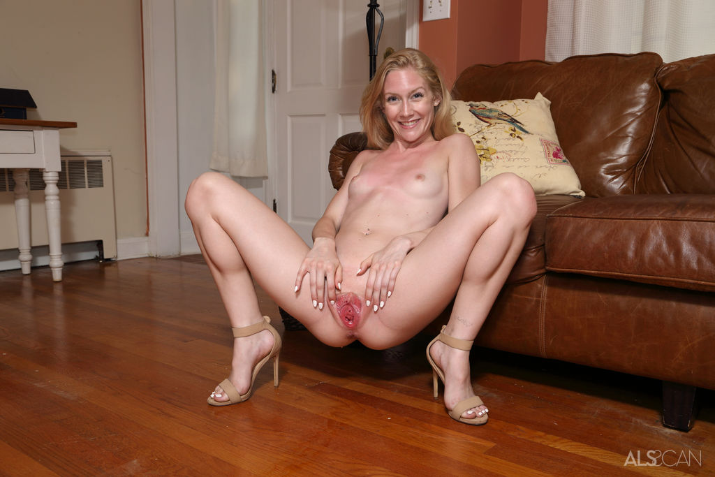 Emma Starletto Stretching Pussy Picture