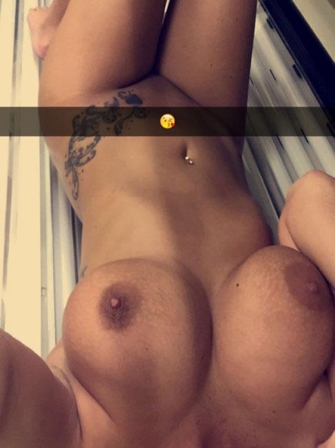 Solarium Naked Girl Selfie
