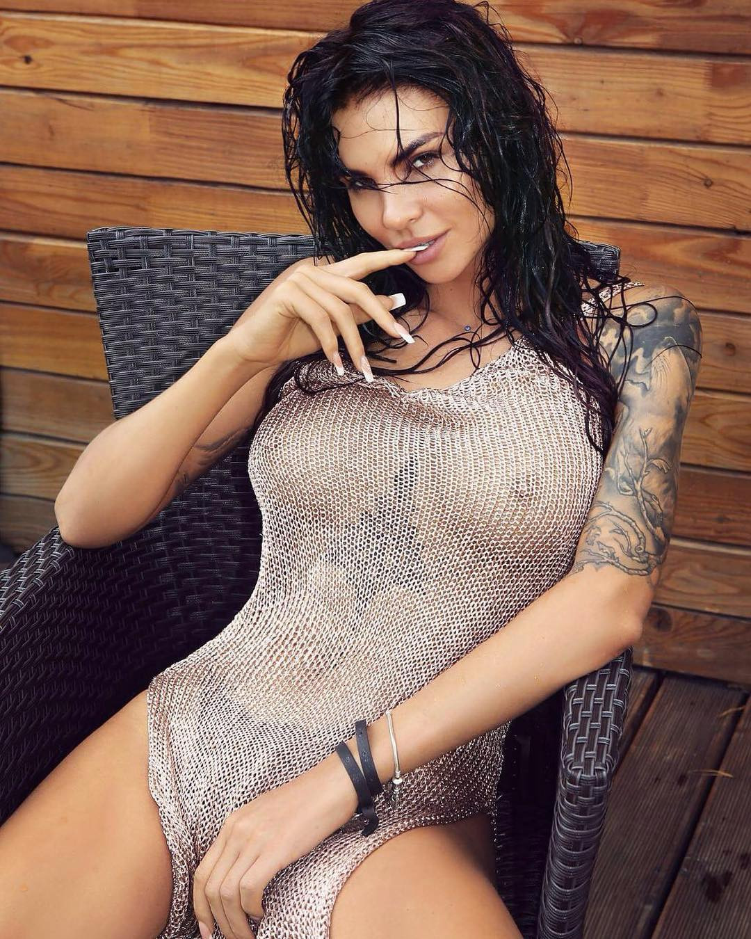 Sexy Wet Girl Naked Photo