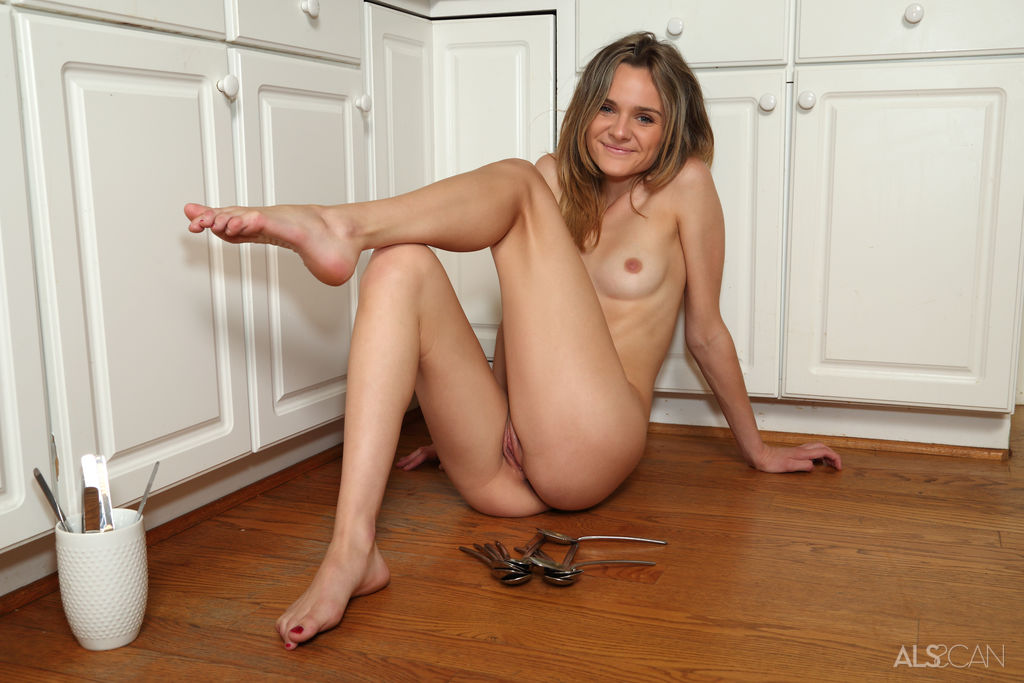 Sexy Nude Babe In Kitchen Erotic Picture
