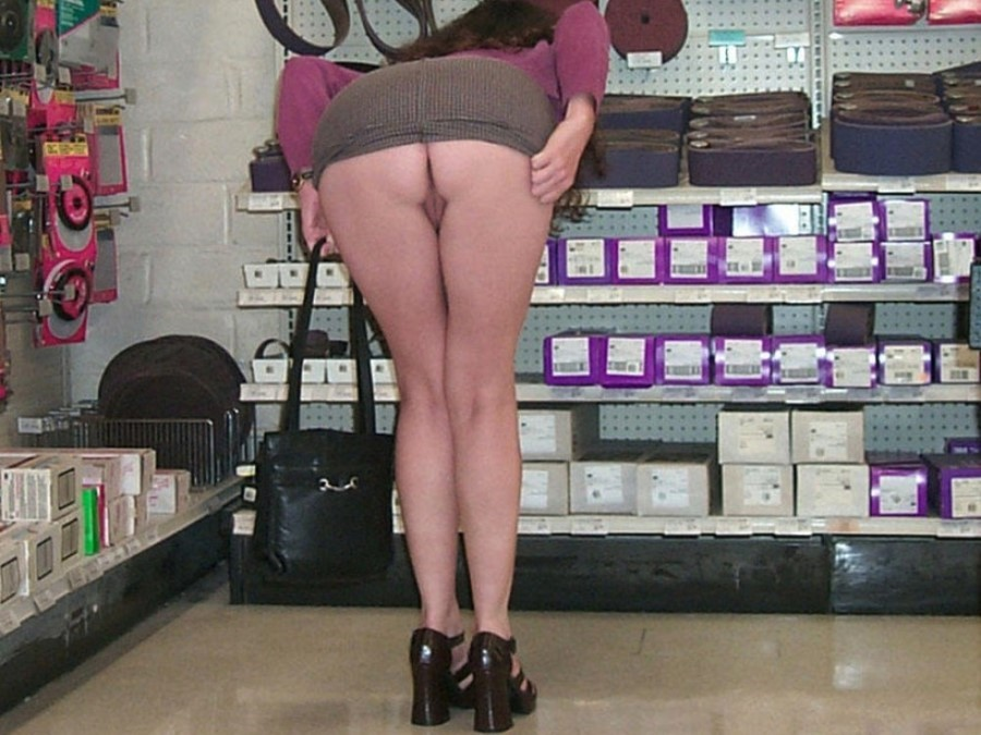 Dirty Girls Flashing At Shopping Mall