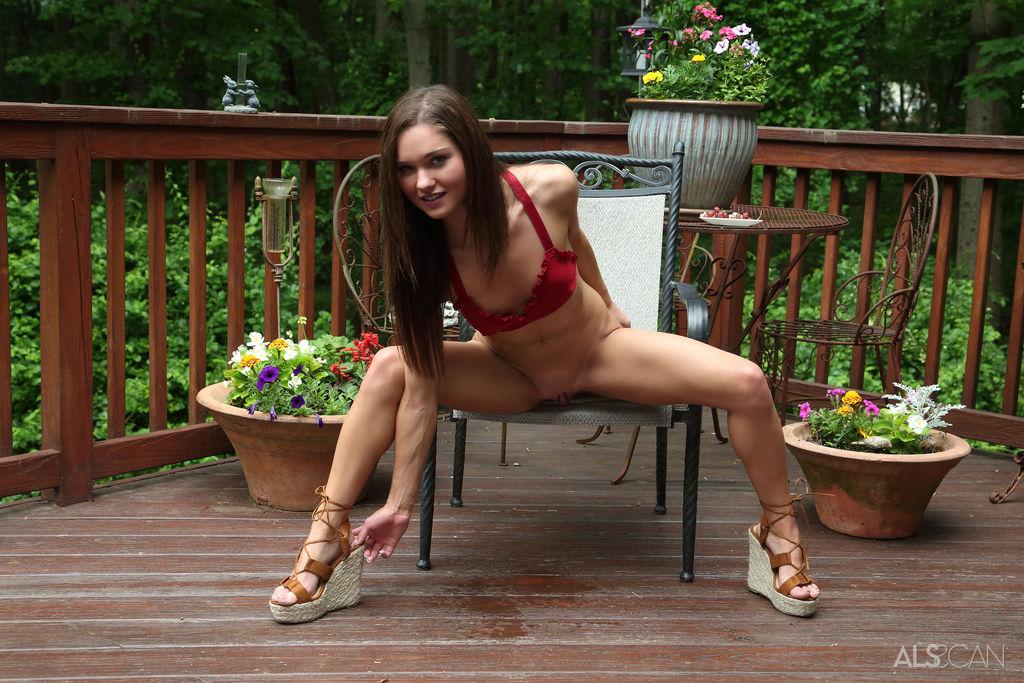 Zoe Bloom Nude Erotic Photoshot