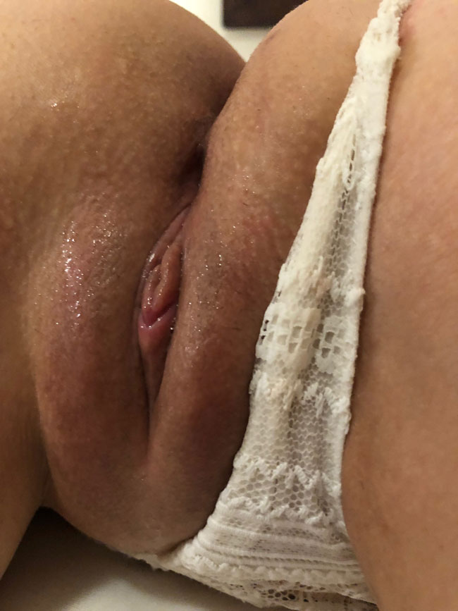 Panties To The Side Sexy Pussy Showing