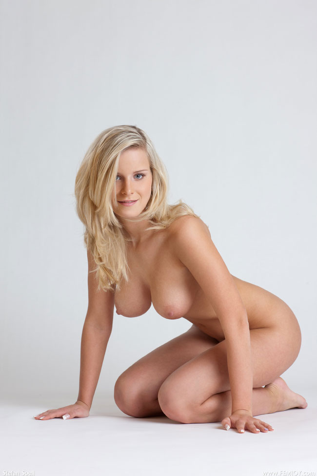 Hot Blonde Babe Nude