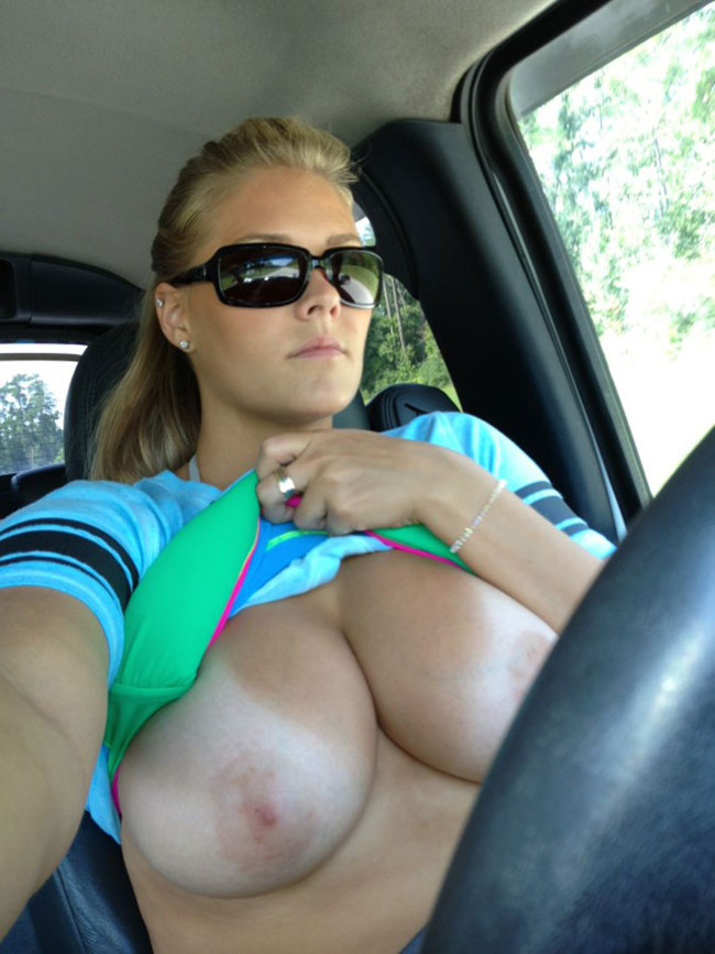 Girls Showing Boob and Pussy In Car