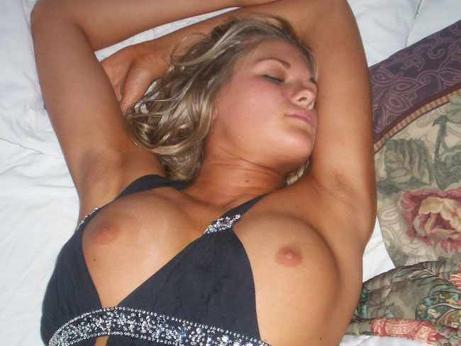 Naked Girls Sleeping Sexy Photo