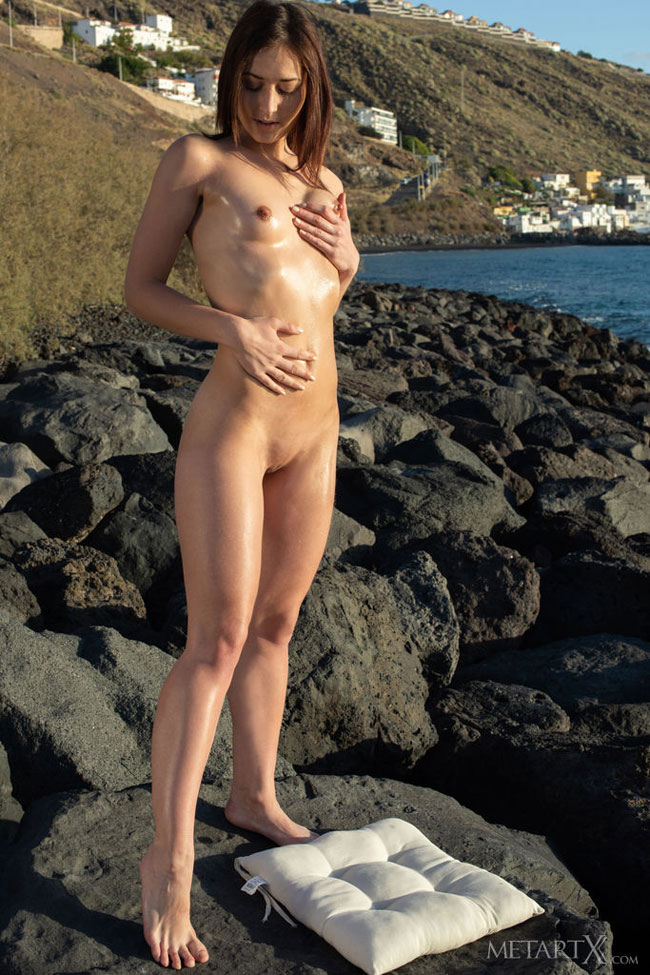 Sexy Model Mina At Ocean Shore Nude Photoshot