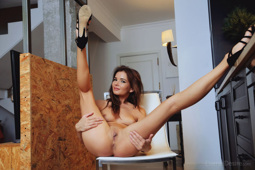 Brit A Nude In The Kitchen