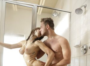 Hot Girlfriend Leah Gotti Fucked In The Shower