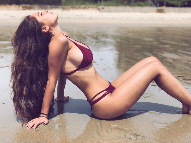 Hot Girl With Perfect Body
