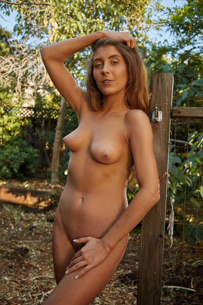 Presenting Naked Kendall Cash