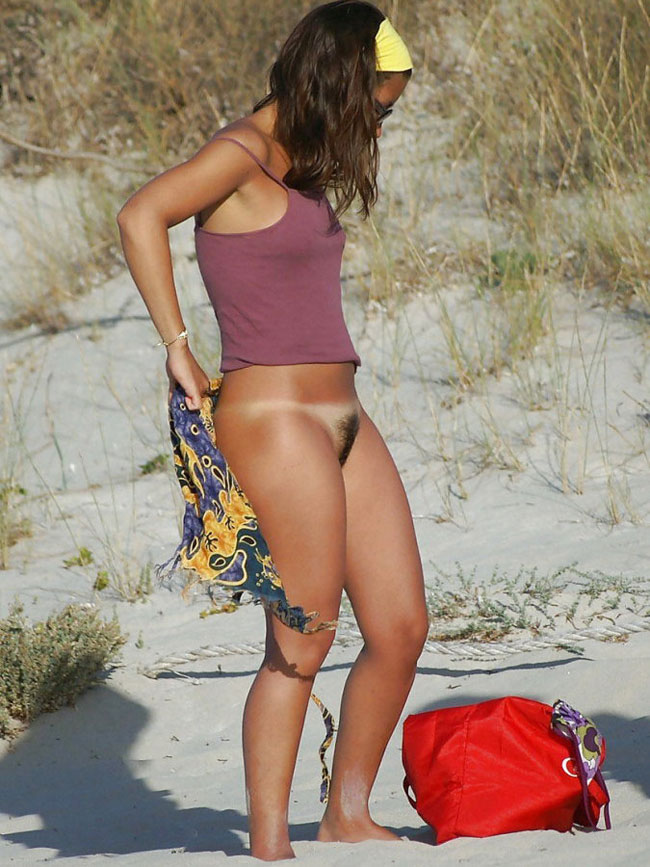 Nude Girls Dressing At Beach