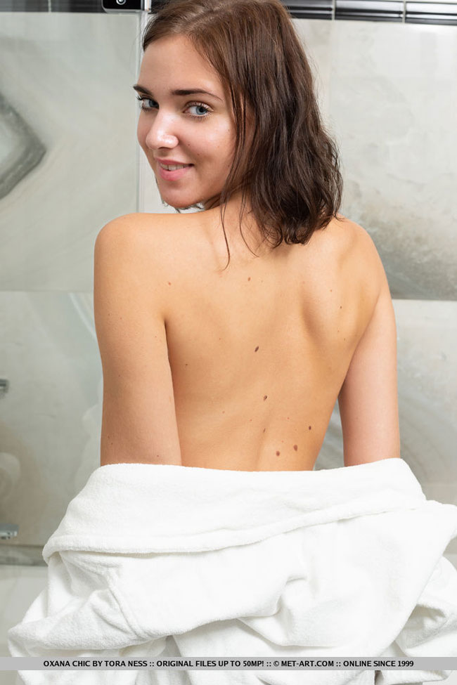 Oxana Chic Getting Shower Naked