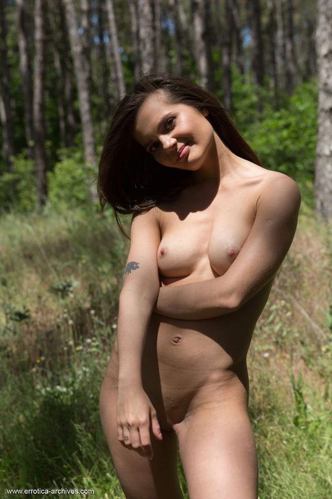 Naked Babe Pola Roaming In The Jungle