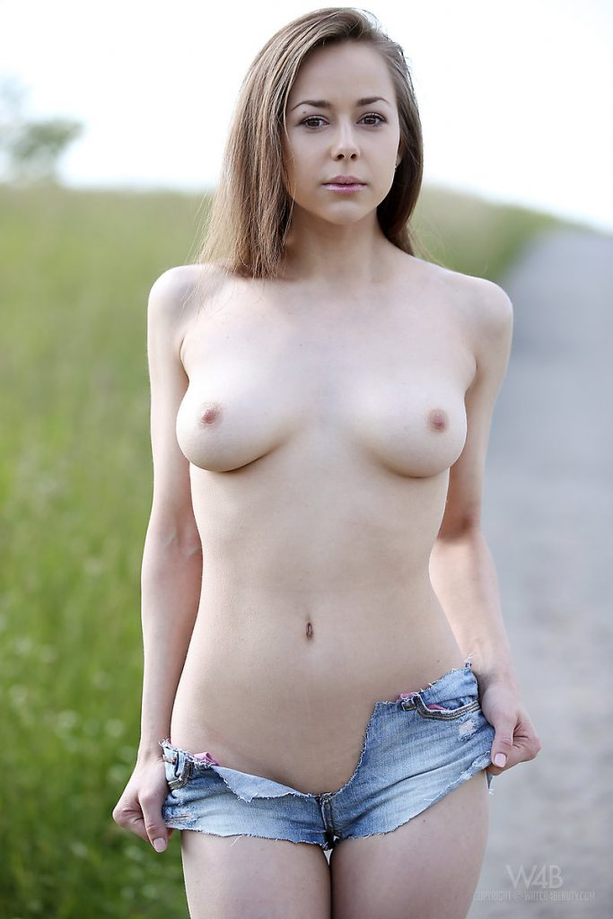 Sexy Girl In Short Short Nude