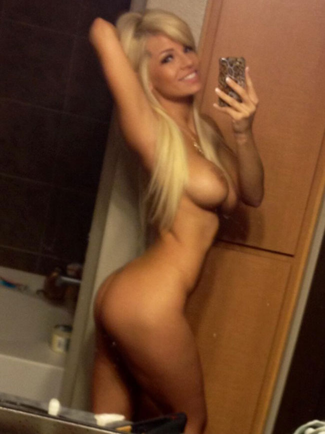 Blonde Girl Sexy Nude Photo