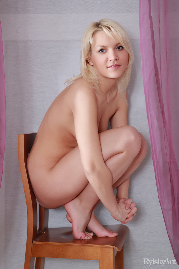 Blonde Beauty Zetta Nude Photo