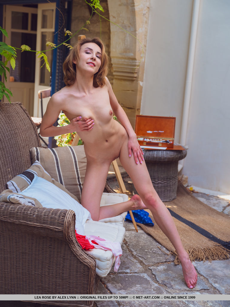 Sexy Babe Lea Rose Loves Painting