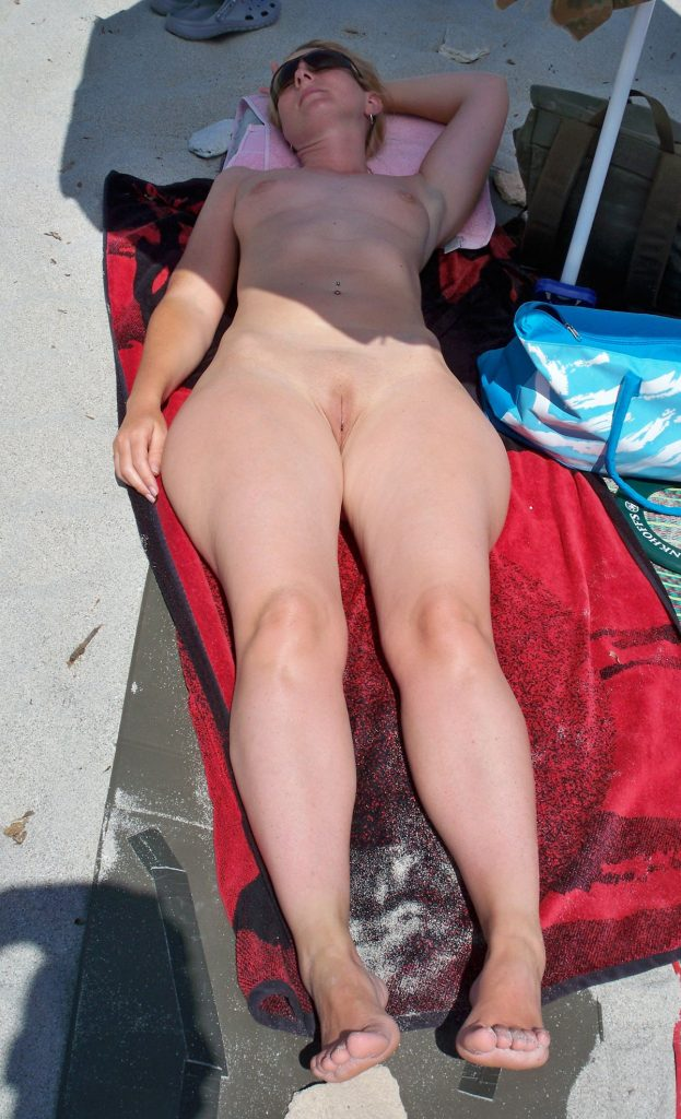 Perfect Hip To Waist Ratio Nudist Sexy Babe