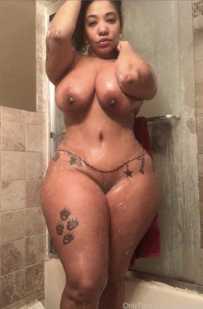 Look At Her Thigns They Are So Thick