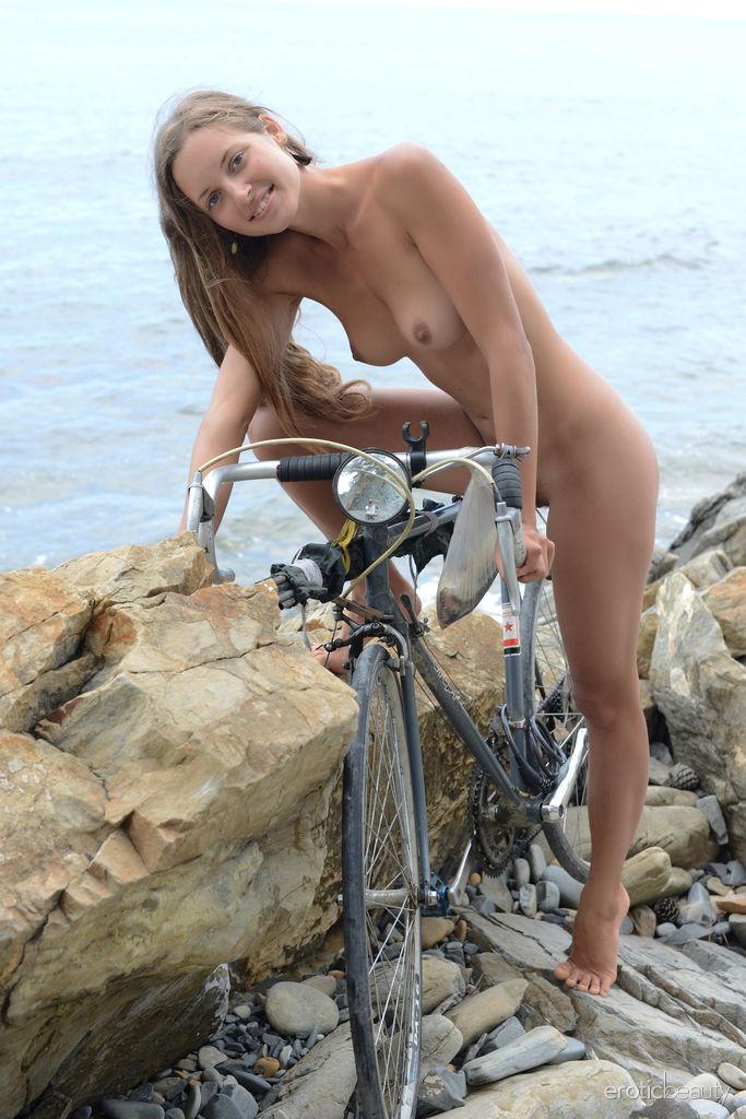 Geisha B Naked At The Beach