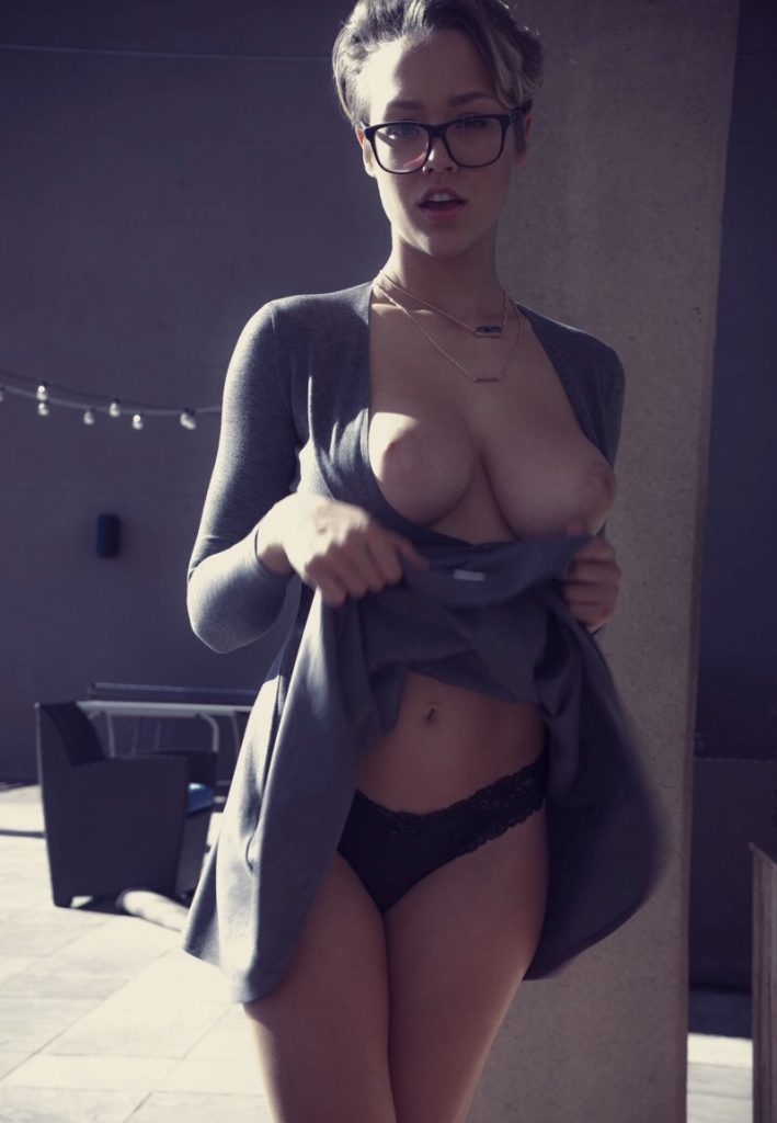 Sexy Girls With Glass On