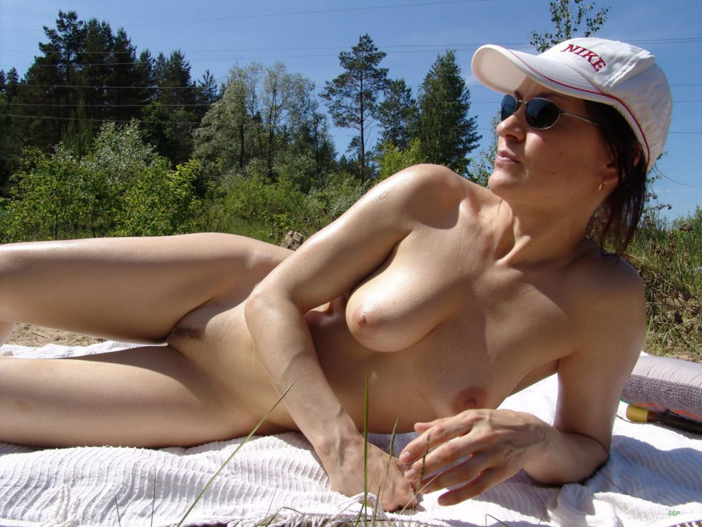 Nude Tanning