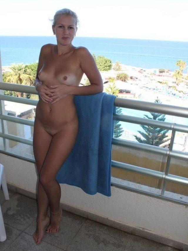 Naughty Babe In Balcony