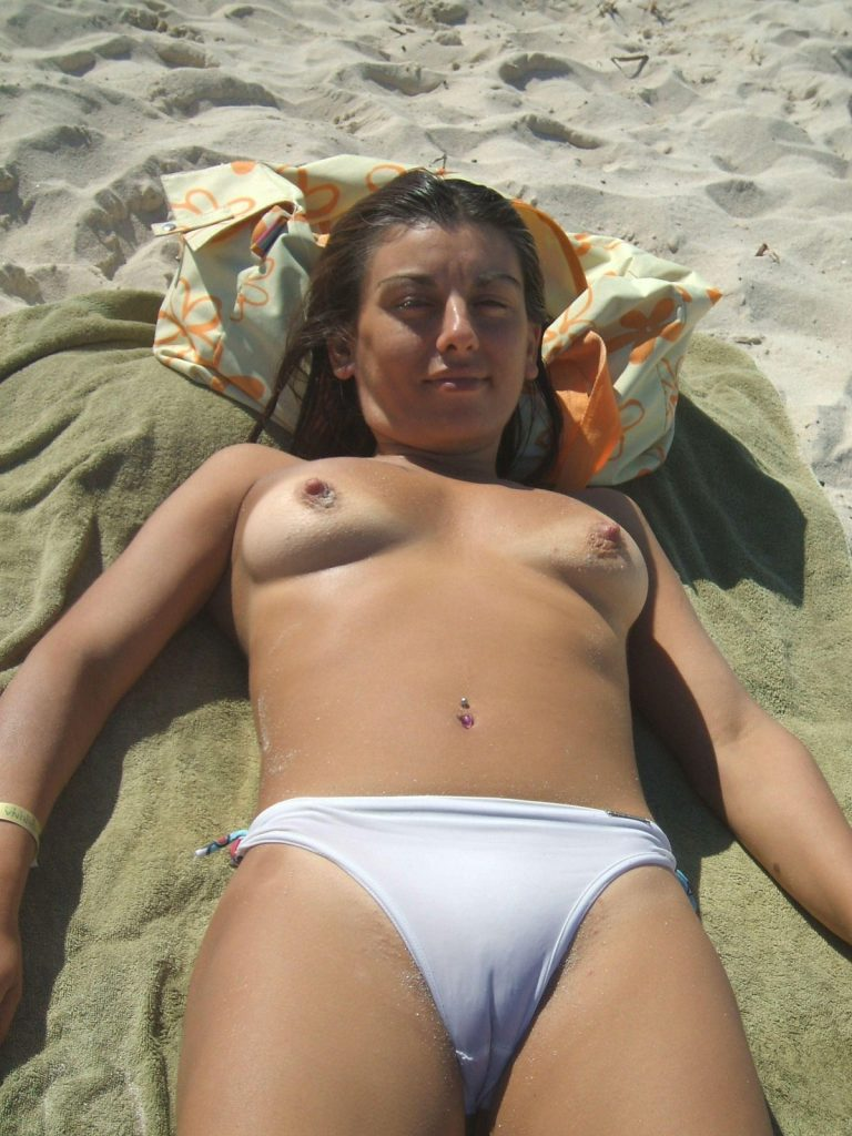 Camel Toe Nudist Girl