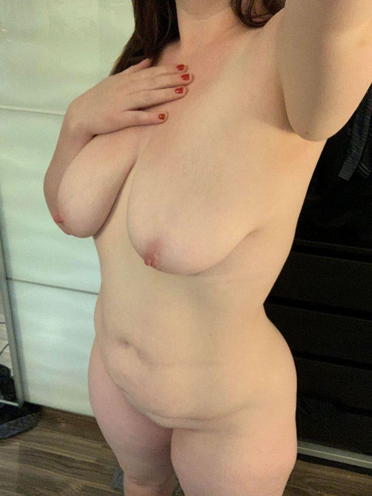 Curvy Nudist Girl