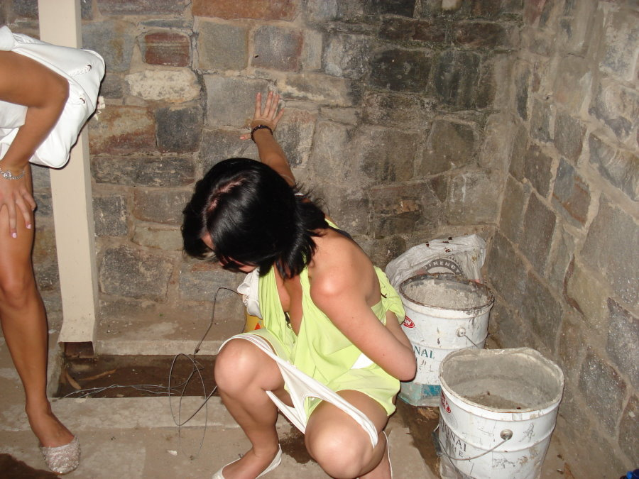 Girl Peeing Porn Picture
