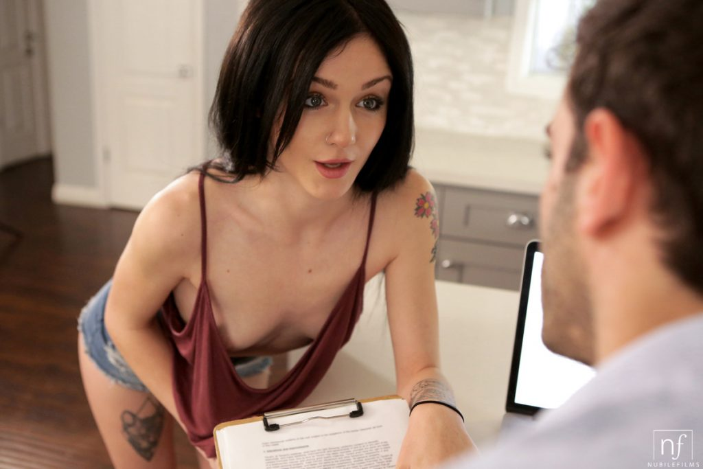 Rosalyn Sphinx Seduces To Get Fucked