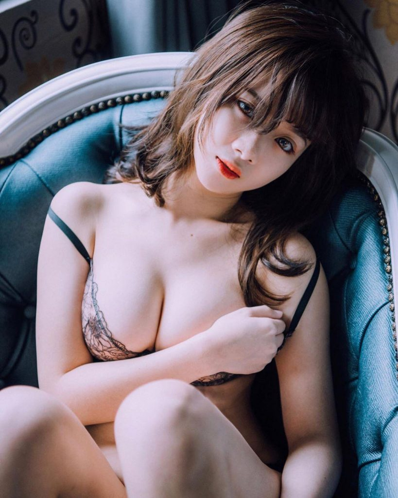 Sexy Asian Babe Nude