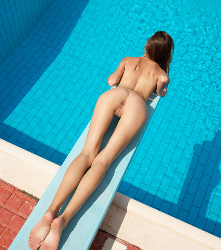 Nudist Babe With Perfect Thigh Gap