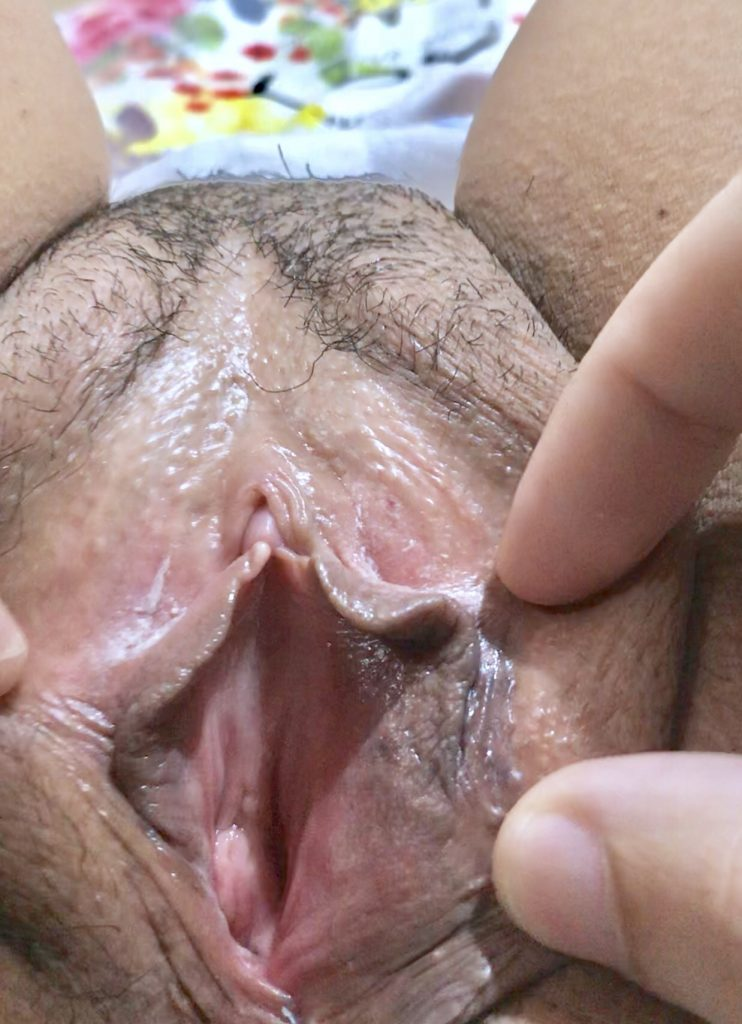 Pussy Spreading HD Picture