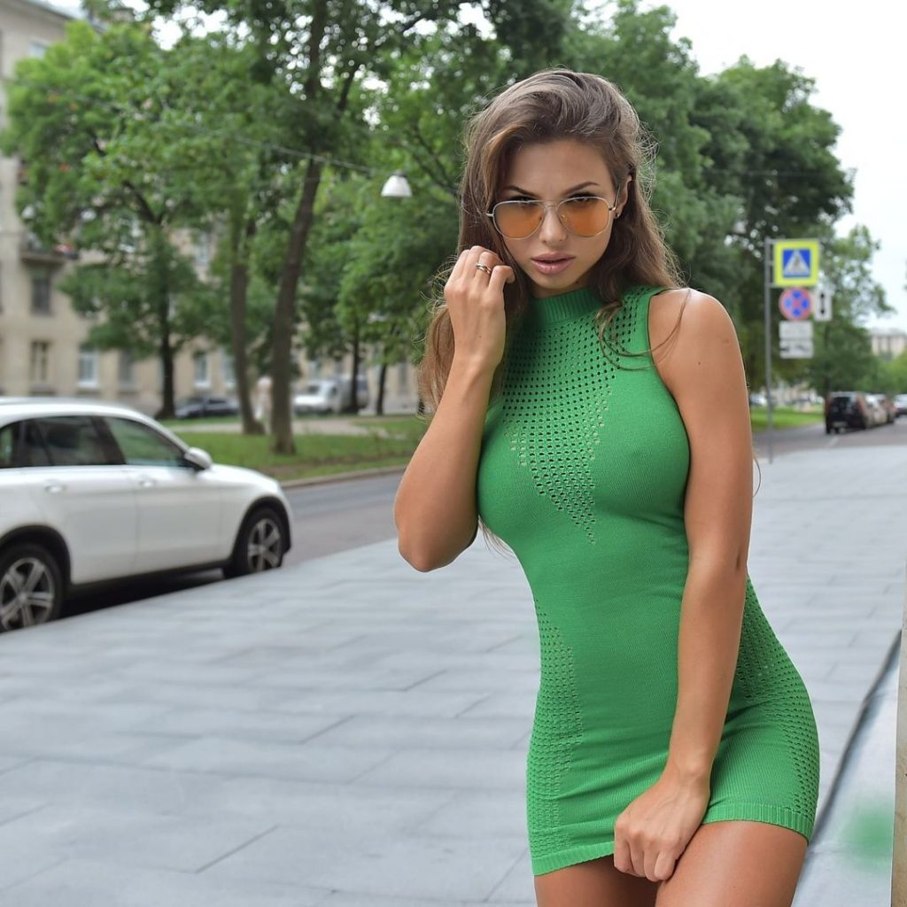 Tight Dress Nudist Babe Sexy Picture