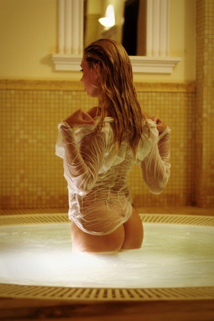 Nudist Wet Girl