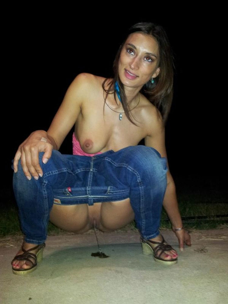Girl Pissing XXX Picture
