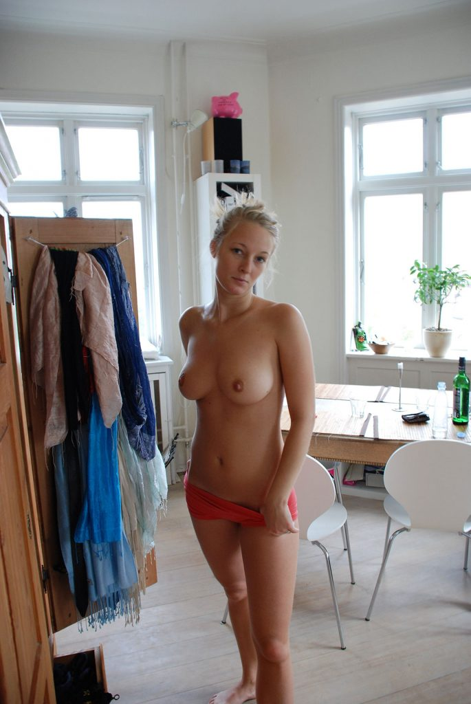 Topless Babe Sexy Pic