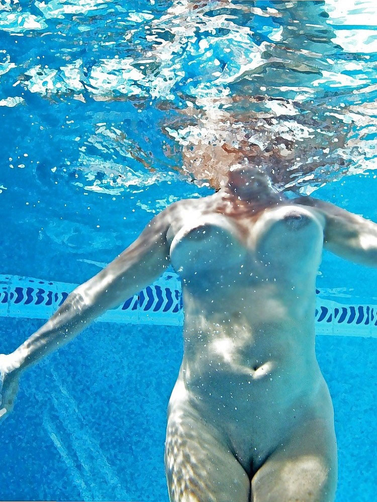 Girls Underwater Nude Picture