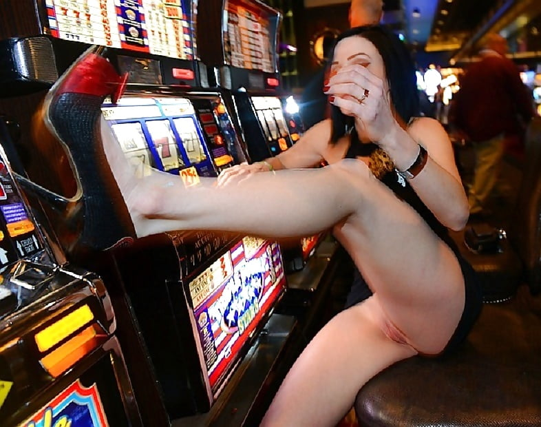 Casino Flashing Boob Pussy