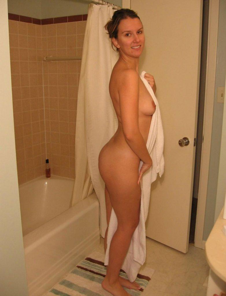 Towel Flash Nudes