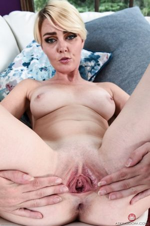 Skinny blonde with small tits Marie McCray reveals her hot attributes