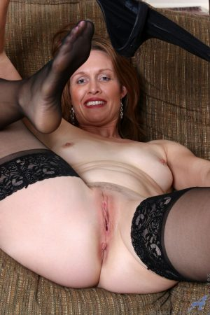 Middle aged dame shows off her shaved pussy after doffing black bra and undies