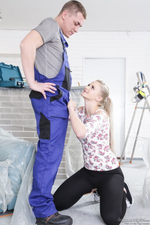 Blonde chick Katy Sky pulls down her leggings for a hard doggystyle fuck