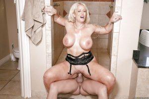 Chesty blonde cougar Alura Jensen receiving oral sex in shower