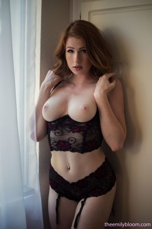 Sharp featured busty Abigale Mandler poses perfect body naked in the window