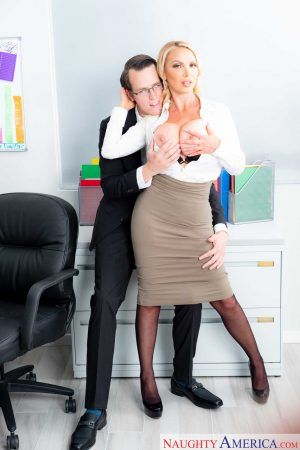 Hot businesswoman Nikki Benz gives a great titjob & gets fucked doggystyle
